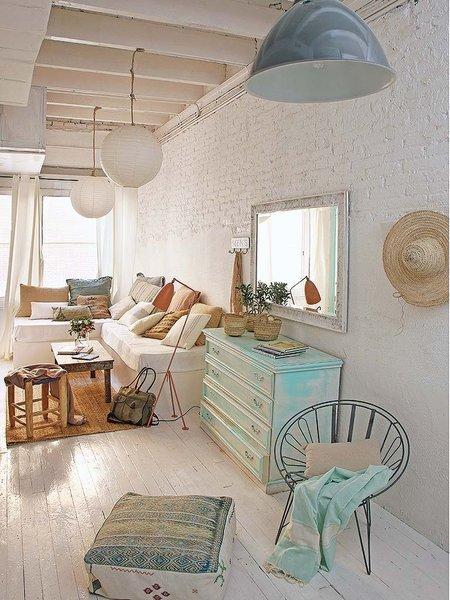 Esencia mediterr nea y muebles recuperados en una casa for Casas de muebles en barcelona