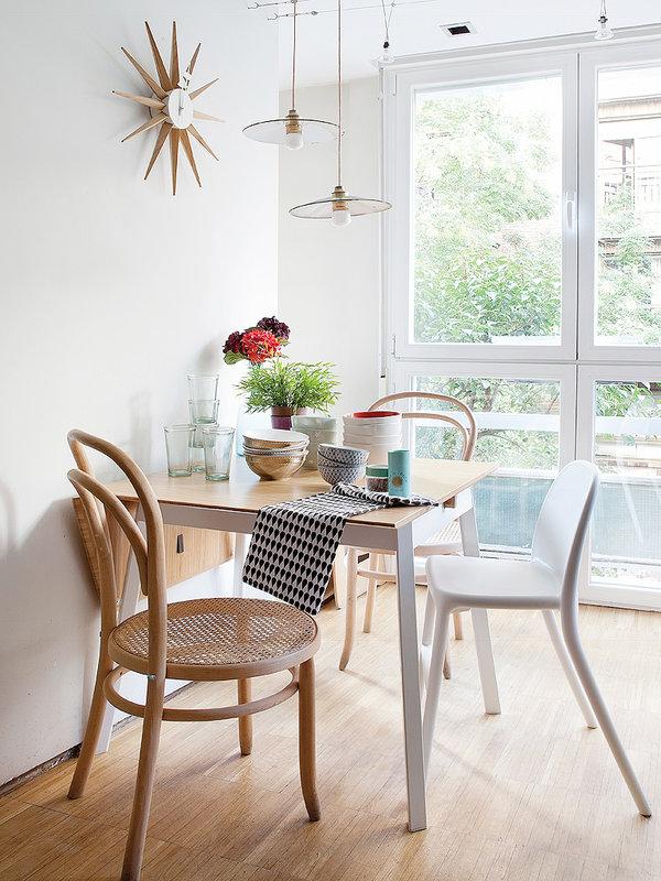 Ideas para crear peque os encantadores comedores for Mesas y sillas para comedor pequeno