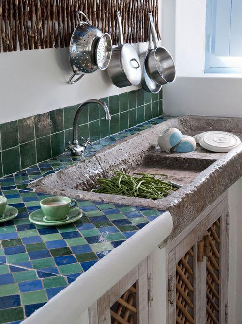 porque podemos elegir incluso mosaicos para un estilo ms atrevido o tonos lisos y colores neutros para un ambiente ms industrial encimeras de vidrio