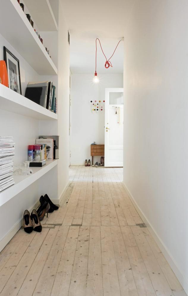 Convierte tu pasillo en una gran librer a for Muebles para pasillos estrechos