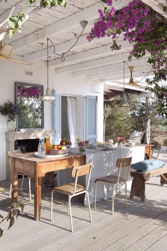 Patios y terrazas de estilo mediterr neo for Comedores exteriores para terrazas