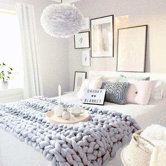 Ideas para decorar nuestro hogar de manera amorosa con - Cesto para mantas ...