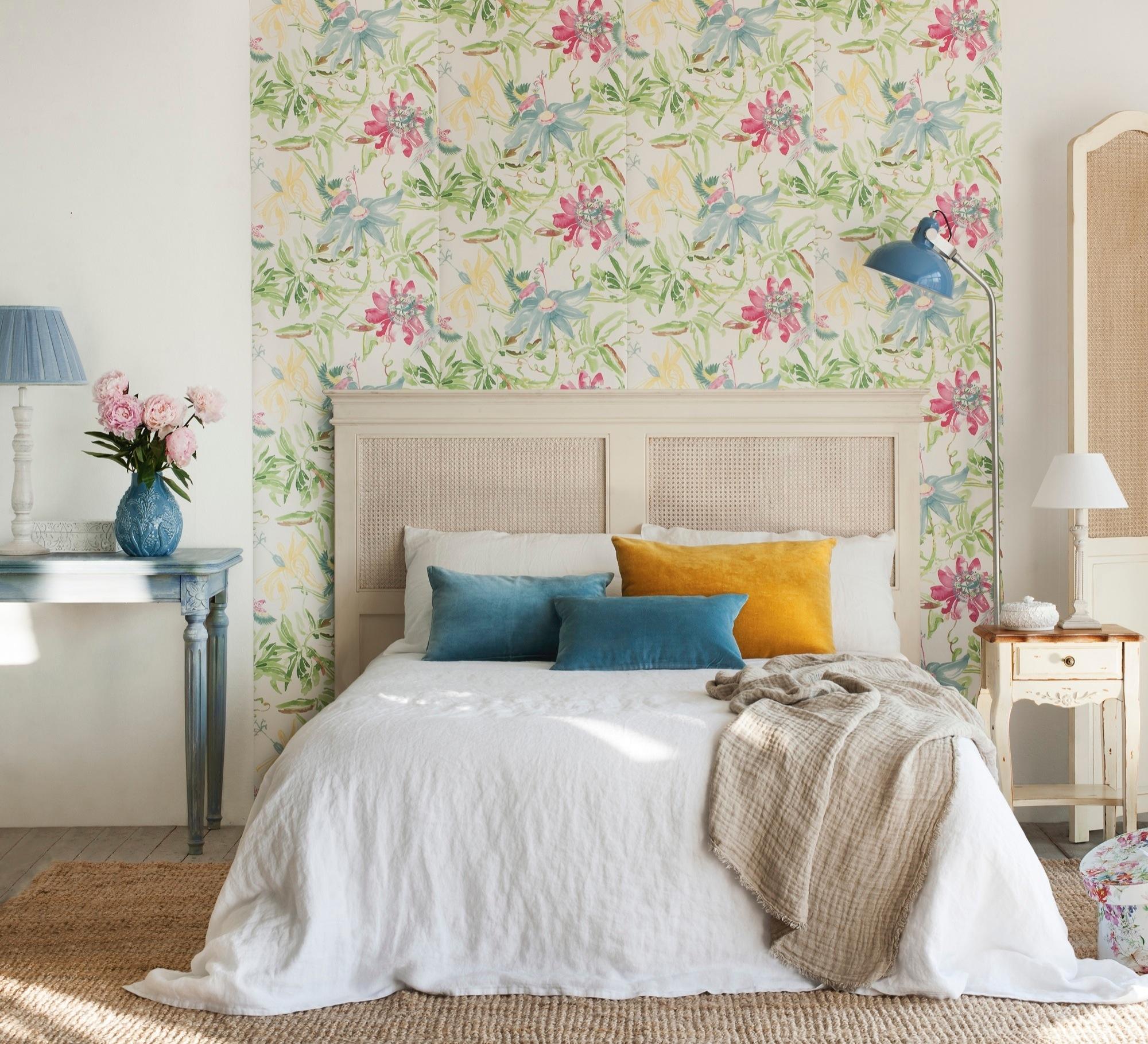 Papel pintado primaveral como terapia para un hogar positivo for Papel habitacion matrimonio