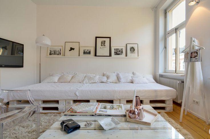 Un simple estante como alternativa al cabecero de cama - Cuadros encima cabecero cama ...