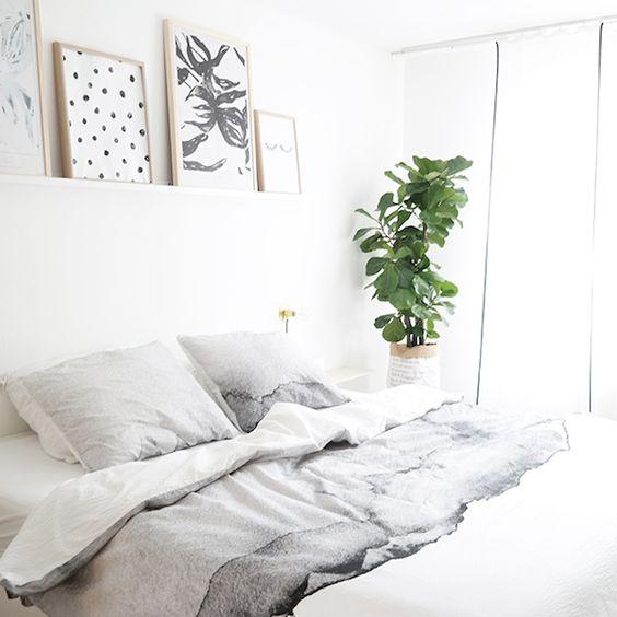 Un simple estante como alternativa al cabecero de cama for Estantes dormitorio matrimonio