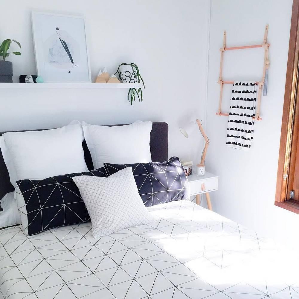 Un simple estante como alternativa al cabecero de cama for Decoracion alternativa interiores