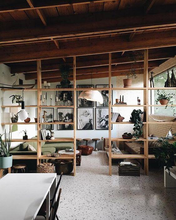 C mo separar espacios seg n tu estilo y presupuesto - Estanteria separar ambientes ...