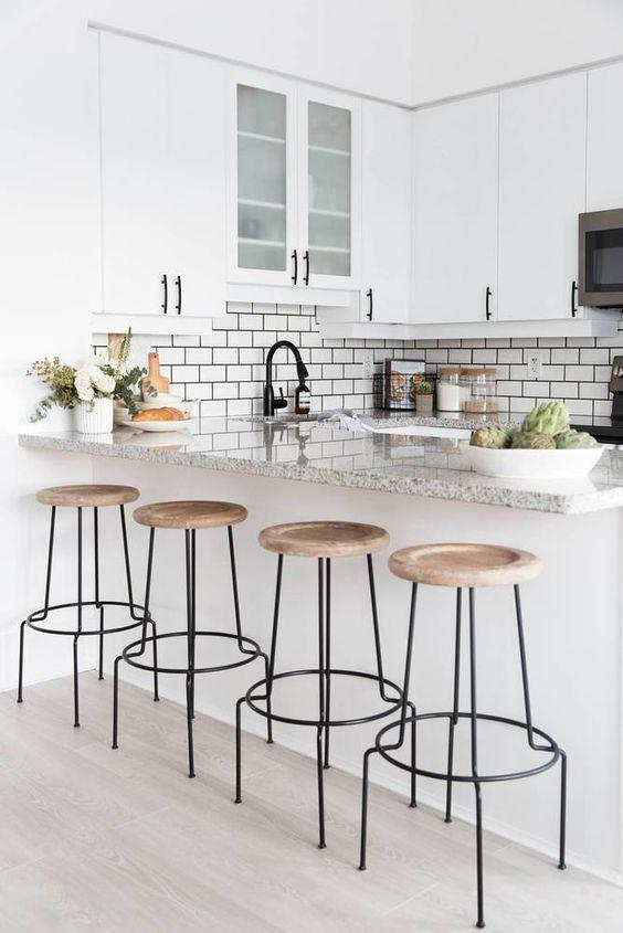 Taburetes altos para la cocina. ¿Cómo elegir los adecuados?
