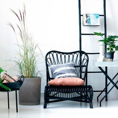 Escalera negra de bambú