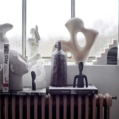 Escultura Ade de cerámica natural