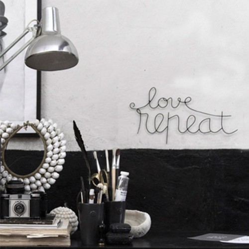"Frase ""Love Repeat"", negro"