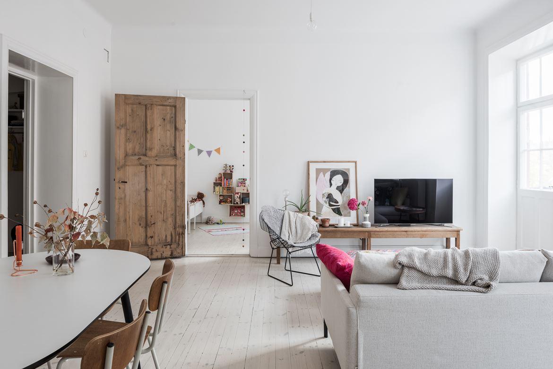 Una vivienda minimalista con decoraci n vintage for Ambientes minimalistas interiores