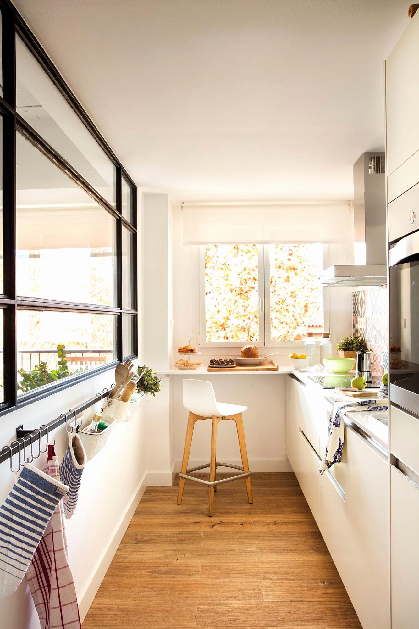 ff55cec6279f La sensación de desayunar frente a una ventana nos encanta, no sólo por la  calidez de la luz natural sino también por el beneficio de amplitud visual.